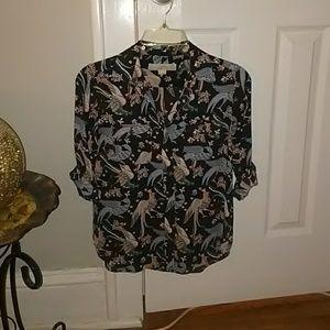 Awesome bird shirt. Fita like an XS